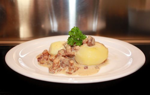 Chanterelles (Pfifferlinge) in Cream Sauce